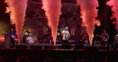 Эта британская серия концертов установила стандарты для социально далеких концертов?