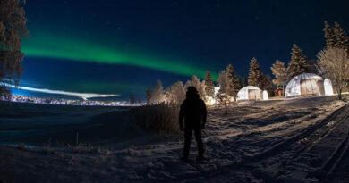 Наслаждайтесь ночным небом без холода в этих новаторских арктических коттеджах