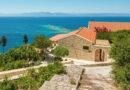 Греция открывает пляжи по мере возвращения иностранных туристов